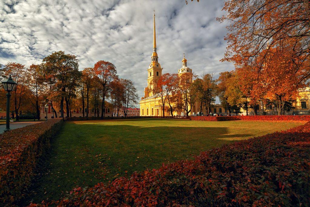 Петропавловская крепость осенью